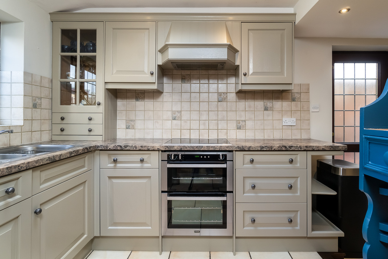 Kitchen cabinet painters Maidenhead Berkshire